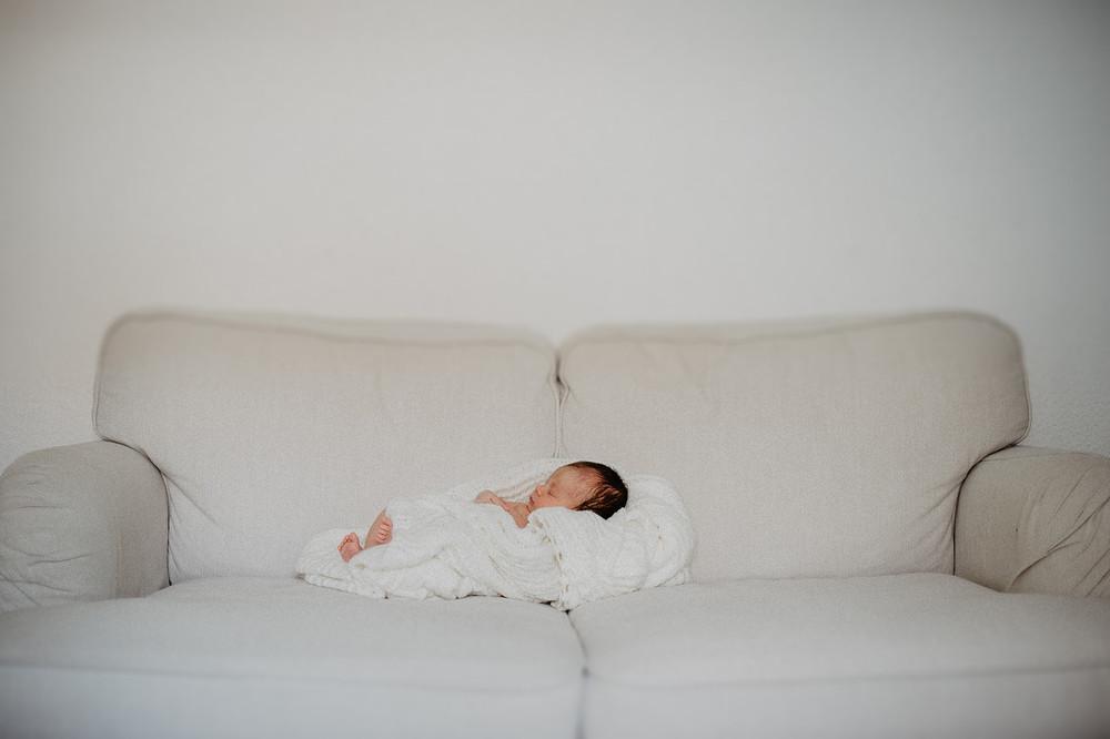 Fotograf für deine Familie. Kinder, Familien, zauberhafte  Neugeborenen Fotos. Bilder mit liebe und zartlichkeit gemacht. Liebevoll schwangerschaft  fotoshooting. Authentische Fotos im schönen Moment des Frauenlebens.Gute Zeit für eine Fotoshooting.