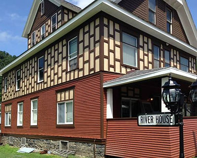 riverhouselodge.jpg