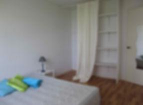 homestaging : chambre meublé,aménagement du placard à Bordeaux Mérignac par le grain de sel décoration