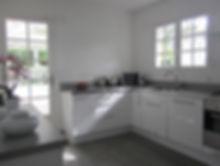 rénovation et home staging d'une cuisine dans une landaise au cap ferret réalisé par Anglerot Marine décoratrice