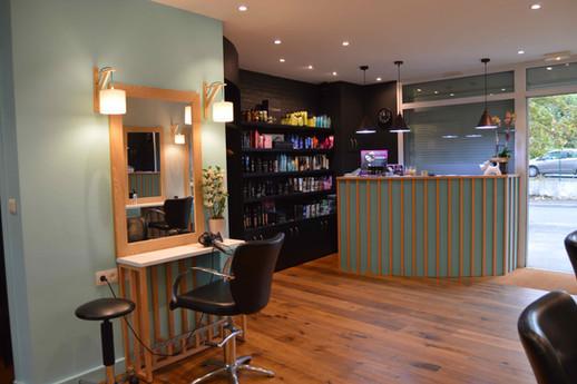Décoration espace vente salon de coiffure