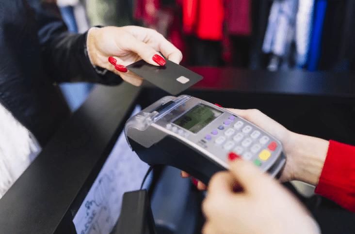 Ни кому не давайте в руки свою кредитную карту