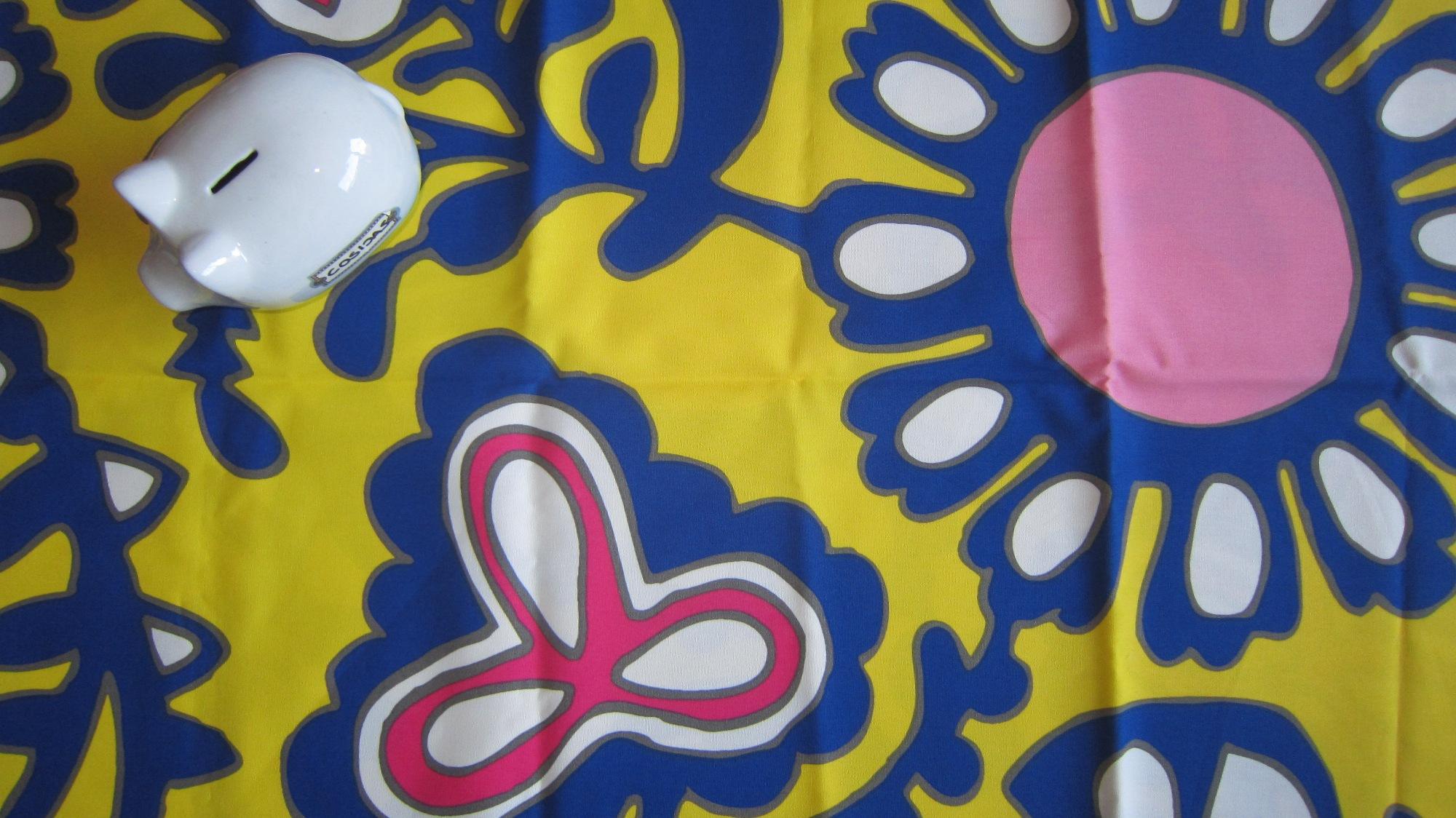 Amarillo azul y rosa