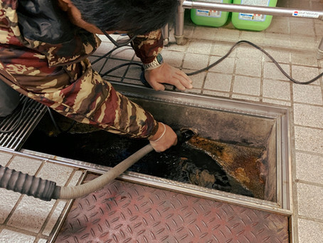 厨房施設のシンク排水管の洗浄を行いました