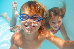 Kids underwater_full
