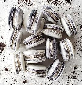 Cookies N' Cream Macarons 🖤🖤🖤.jpg