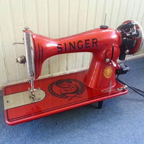 Got my 1934 #15-91 back together and running! #vintage #vintagehomedecor #vintagesewingmachine #vintagesingersewingmachine #singer15-91 #sin