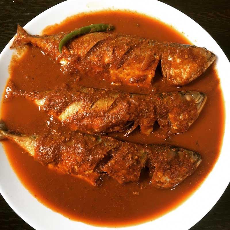 Mangalorean fish curry bangude puli munchi
