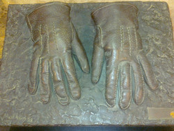 16 Bronze_gloves_Eichmann