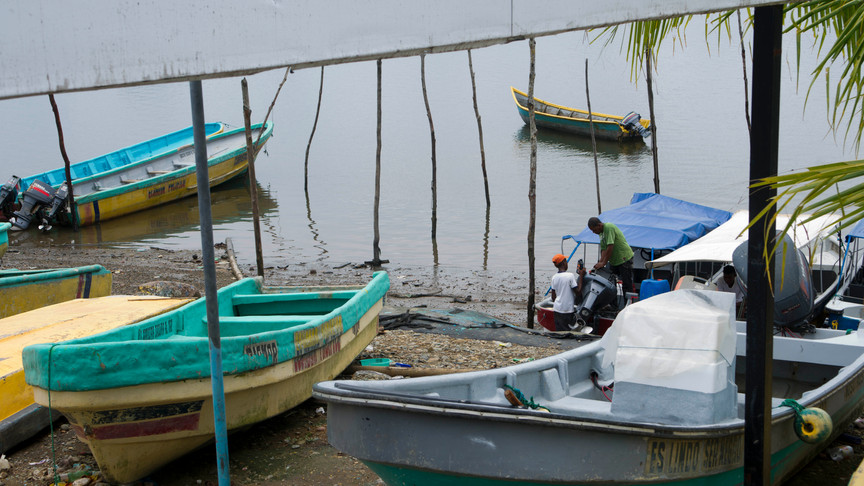 Boats at the port of San Lorenzo are used both as a mean to cross the Colombia-Ecuador border and for fishing.