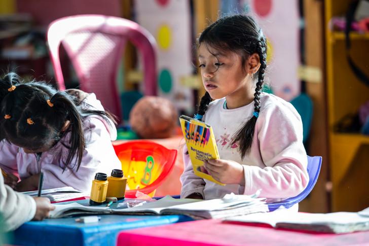 """Girl at the """"Escuela de la calle"""" school (Edelac)"""