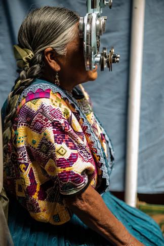 Eye exams at the Primeros Pasos clinic.