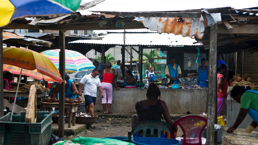 """""""unofficial"""" market in San Lorenzo. Many refugees without legal status strugle to make a living by selling dfferent products."""