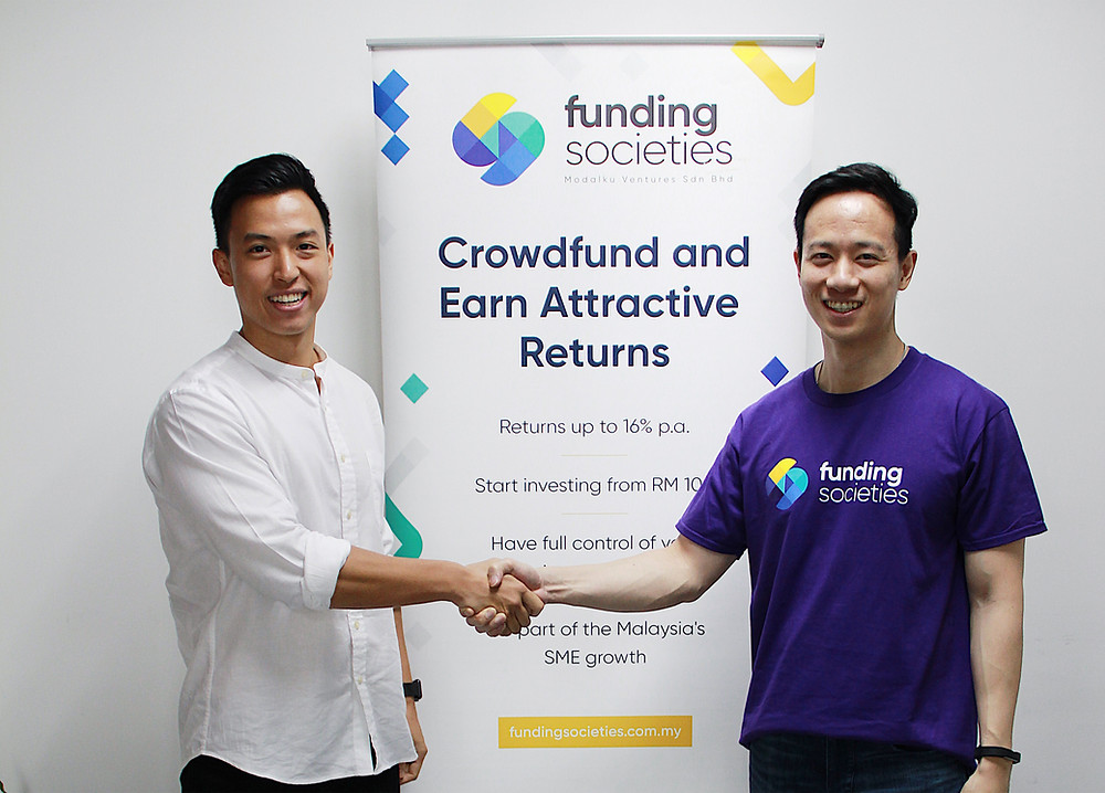 Zac Liew commemorating Curlec's partnership with funding societies