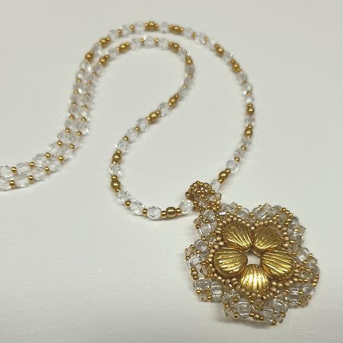 ערכה להכנת תליון פרח בשילוב SHELL-DOUO חרוזי מיוקי וקריסטל בצבע זהב קריסטל