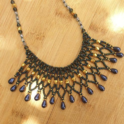 ערכה להכנת שרשרת אינדיאנית בשילוב חרוזי מיוקי וחרבות- צבע כחול מונטנה זהב