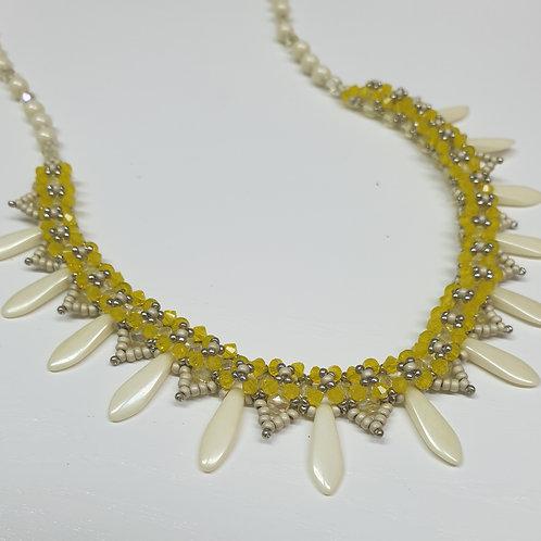 ערכה להכנת שרשרת פרחים בשילוב חרוזי חרב וקריסטל סברובסקי- צבע צהוב