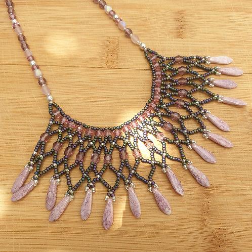 ערכה להכנת שרשרת אינדיאנית בשילוב חרוזי מיוקי וחרבות- צבע סגול