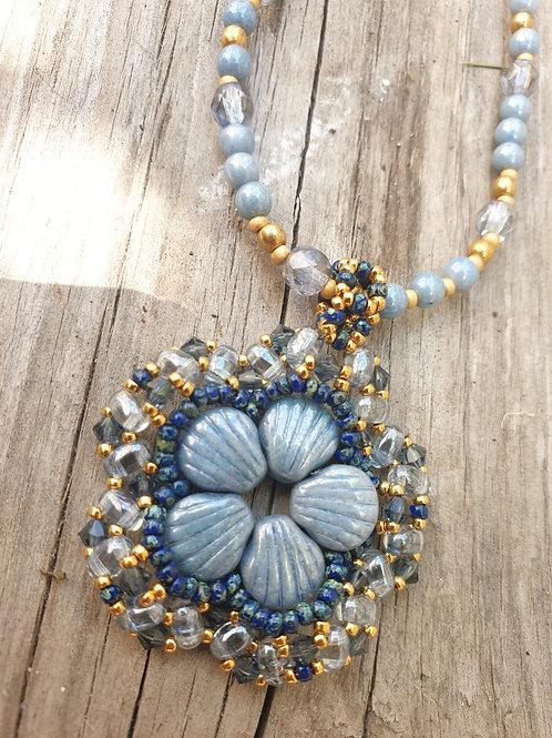 ערכה להכנת תליון פרח בשילוב SHELL-DOUO חרוזי מיוקי וקריסטל בצבע כחול אפור וזהב