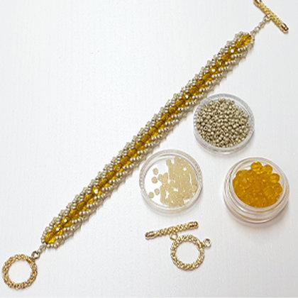 ערכה להכנת צמיד בטכניקת ספירלה שטוחה בשילוב חרוזי קריסטל סברובסקי צבע חרדל שמנת