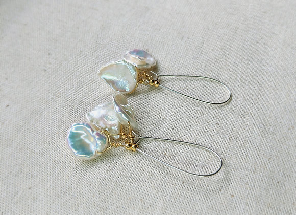Kidney wire earring with leaf Keshi pearls