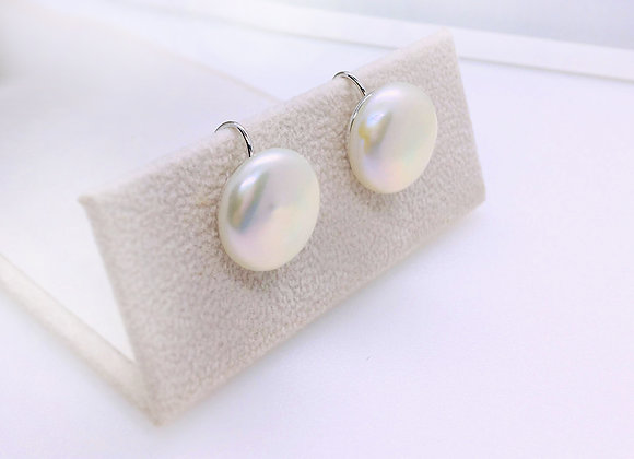 Classic simplicity design earring with huge button pearl