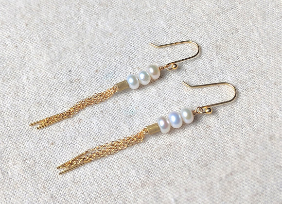 Gold tinsel dangle earring with button pearls