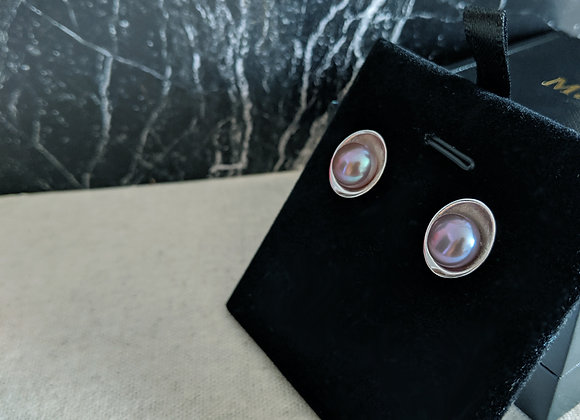 Silver egg shape plate stud earring with purple  button pearl