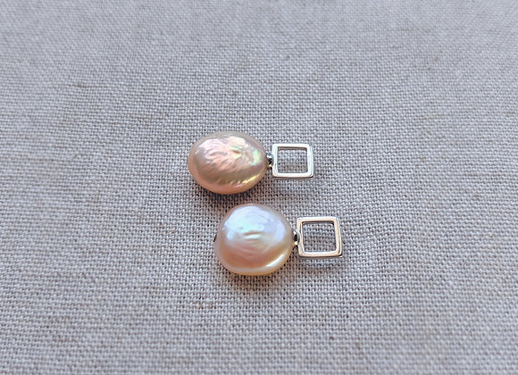 Silver square stud earring with Baroque Keshi pearl