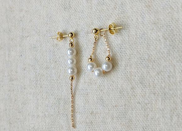 Chic little asymmetric earring with shell pearls