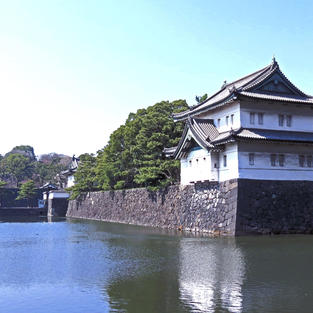 皇居 約20分電車 Imperial Palace 20min by train.