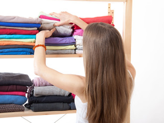 Some easy ways to de-clutter your closets