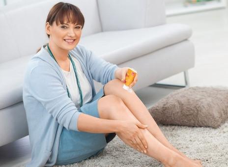¿Qué ayuda contra la sudoración al usar medias de compresión médicas en los días calurosos?