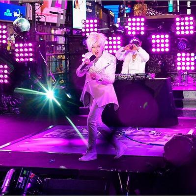 Cyndi at Dick Clark's Rockin' New Year's