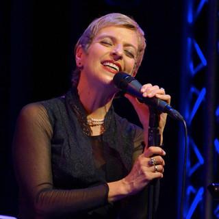 Cécile_ROSE_Chanson_Sängerin_aus_Berlin.