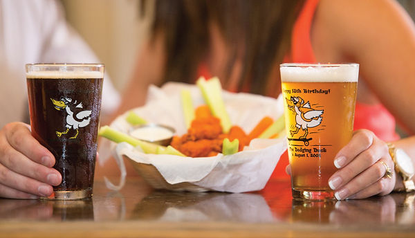 dodging duck brewhaus boerne hill country texas craft brewery beer buffalo chicken wings draft beer pint glass