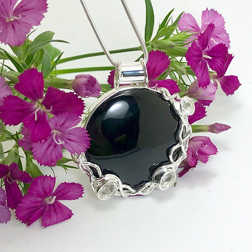 Onyx Circular Pendant with Quartz