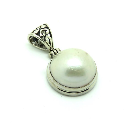 Mabe Pearl Pendant White