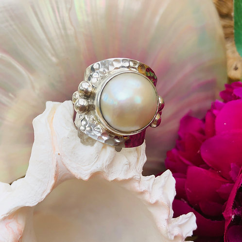 Mabe Pearl Hammered Silver Ring