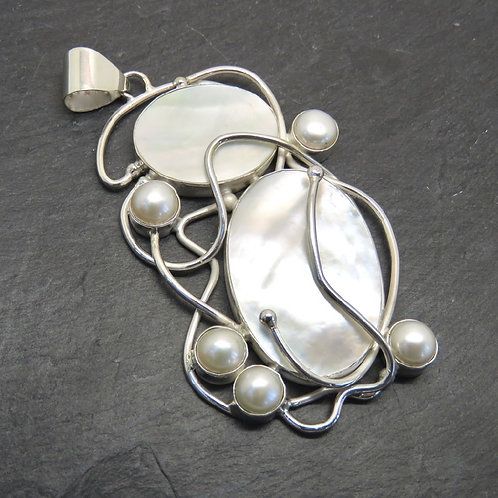 Mother of Pearl, 5 Pearls & Silver Pendant