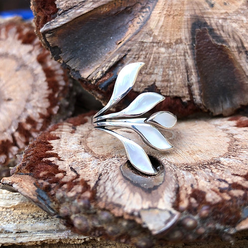 Mother of Pearl Fan Adjustable Silver Ring