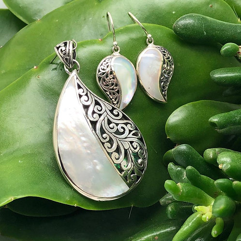 Mother of Pearl Comma Set