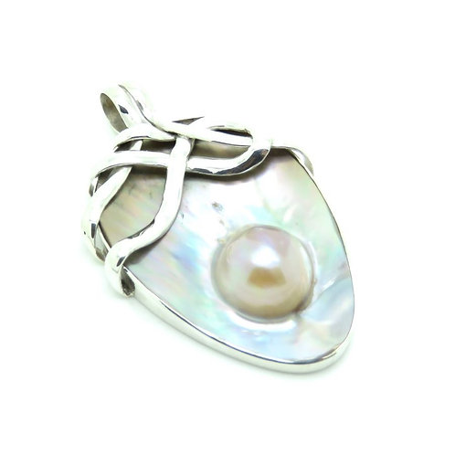 Mabe Pearl Oval Pendant