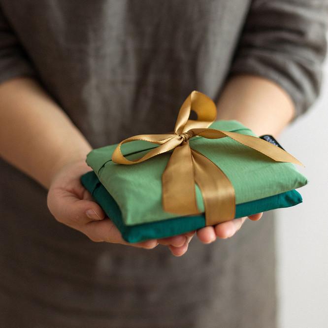 Gifting_2081_NB_1x1.jpg