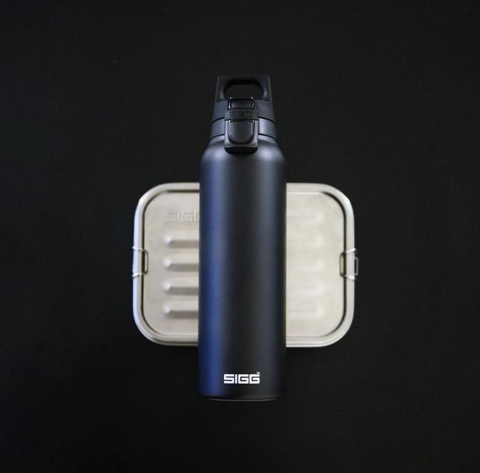 瑞士百年SIGGH&C 彈蓋不銹鋼保溫瓶500ml_純黑.jpg