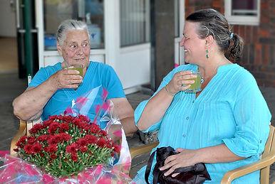 Mum and daughter winners WEB.jpg