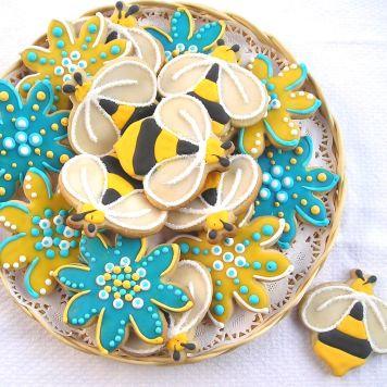 Bee cookies, flower cookies, flower cookies Los Angeles, bumble bee cookies
