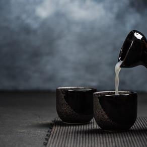 Tudo o que você precisa saber para degustar o saquê, a bebida nacional japonesa