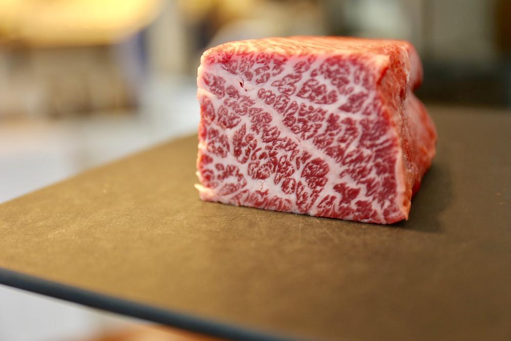 Carne mais cara do planeta, o wagyu é marmorizado.