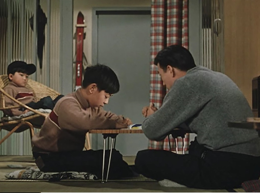 """Fotograma do filme """"Bom Dia!"""" de Yasujiro Ozu"""